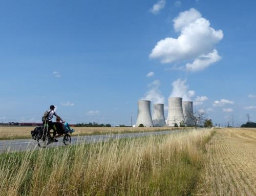 S kolesom na madžarskem pokopališču