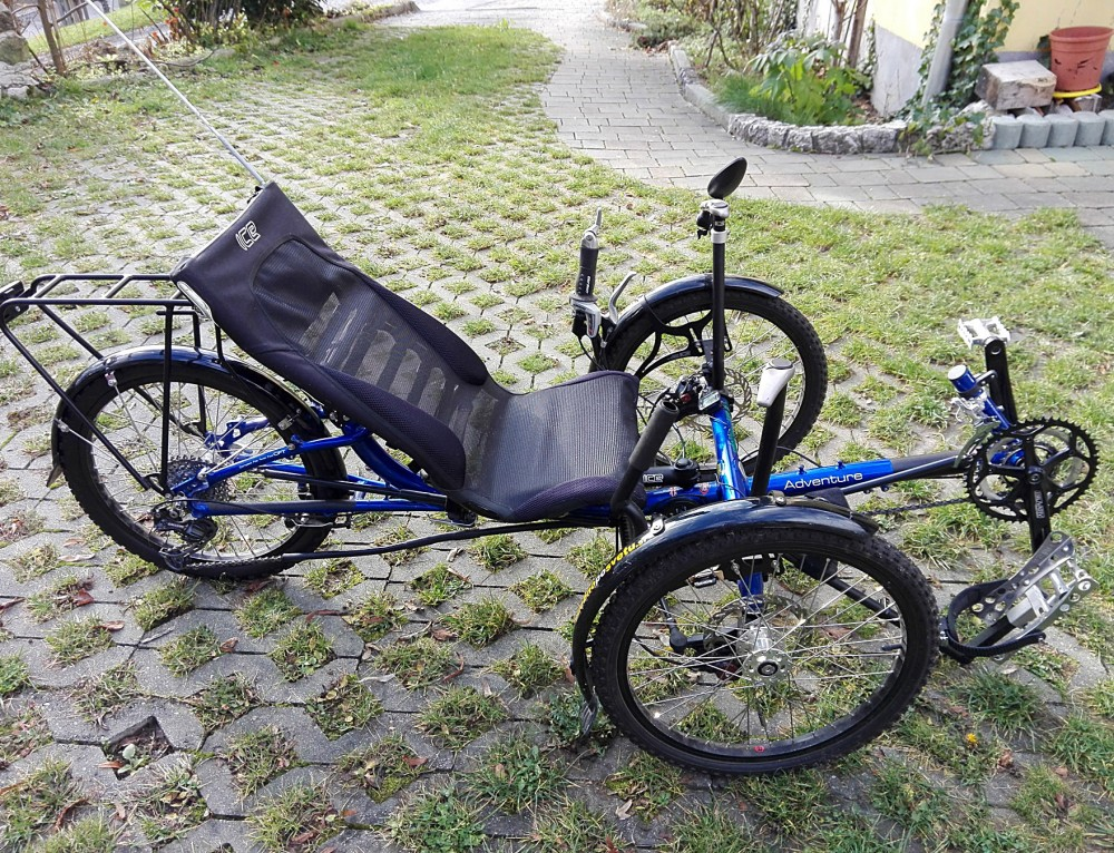 Prodaja se prilagojen tricikel na enoročno upravljanje